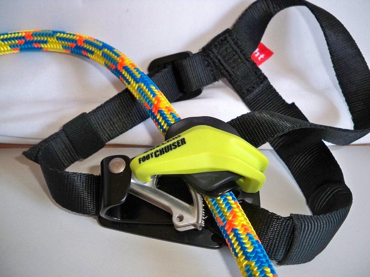 Fußsteigklemme Foot Cruiser mit eingelegtem Seil und geschlossenem Veriregelungsbügel